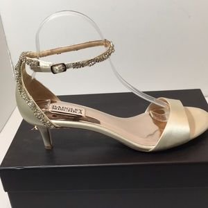 Badgley Mischka Ivory Satin bridal Sandals 9.5 M